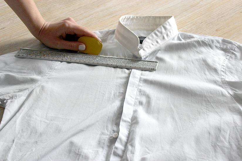 Học cách cắt áo sơ mi của bố thành áo lệch vai sexy ngày hè - Ảnh 2.
