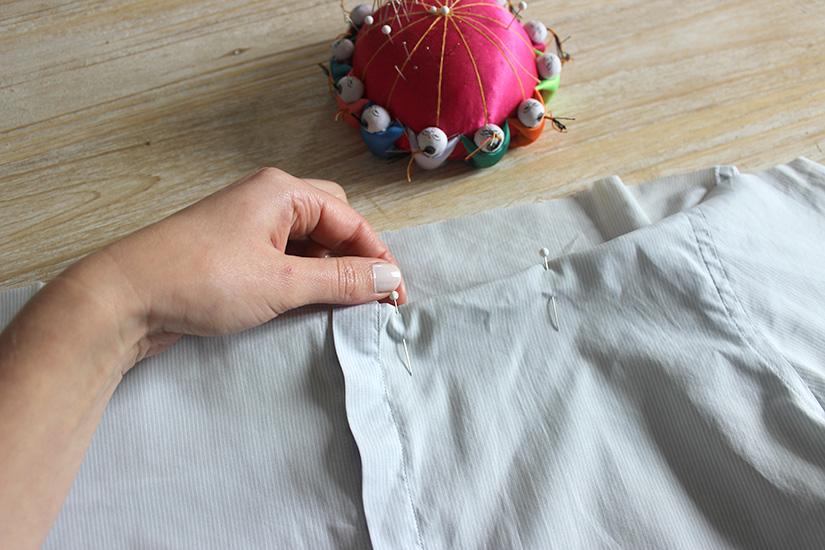 Học cách cắt áo sơ mi của bố thành áo lệch vai sexy ngày hè - Ảnh 5.