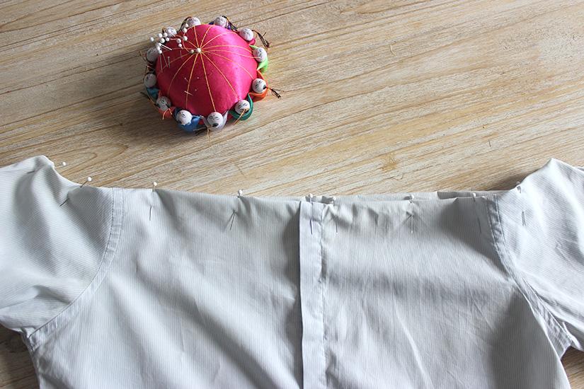 Học cách cắt áo sơ mi của bố thành áo lệch vai sexy ngày hè - Ảnh 6.