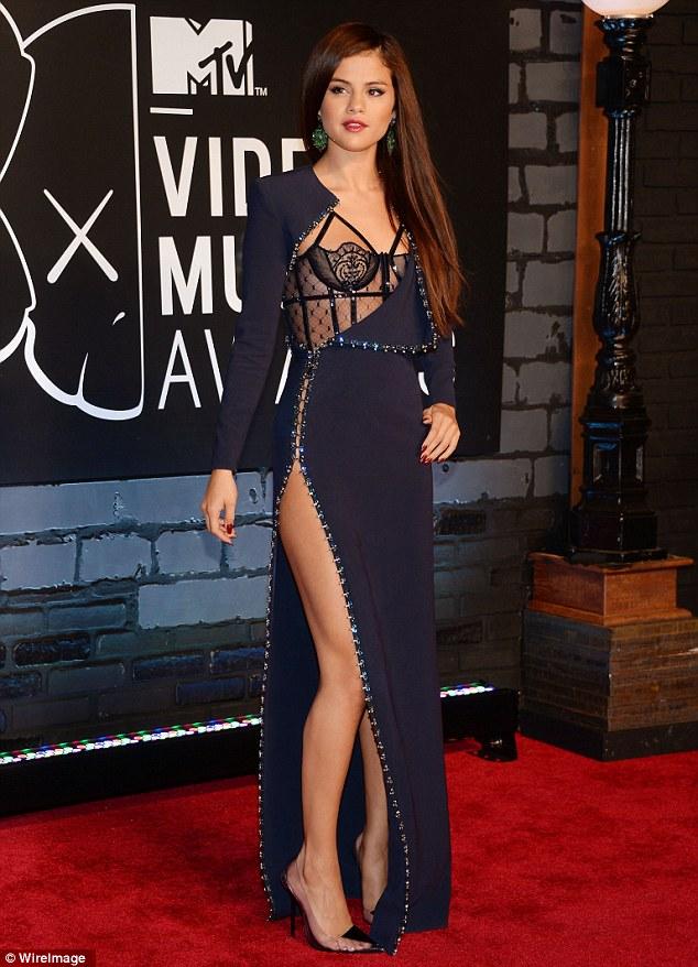 Hành trình nhan sắc thất thường của Selena: Khi thì béo ú, lúc lại đẹp khó cưỡng - Ảnh 11.