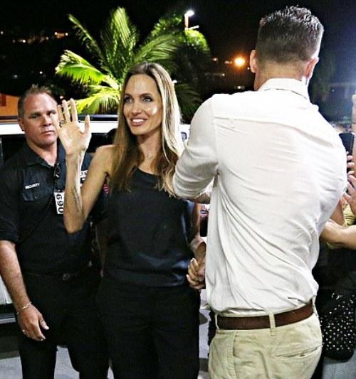Angelina Jolie giờ đây chỉ còn 34 kg dù cao gần 1m70? - Ảnh 9.
