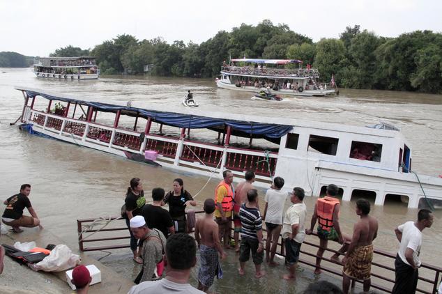 Thái Lan: Lật thuyền ở phía Bắc Bangkok, ít nhất 13 người chết - Ảnh 2.