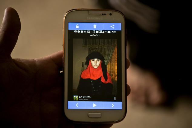 Gương mặt chằng chịt sẹo của cô gái sau 5 lần trốn chạy khỏi những tay buôn bán nô lệ tình dục IS - Ảnh 4.