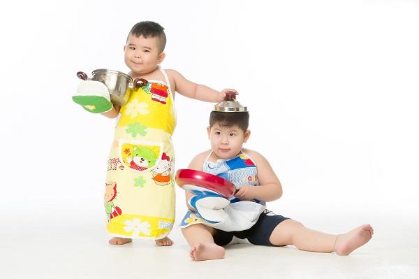 """""""Bảo Mẫu Siêu Quậy"""" - Hoài Linh chăm sóc 2 nhóc mập cực đáng yêu - Ảnh 8."""