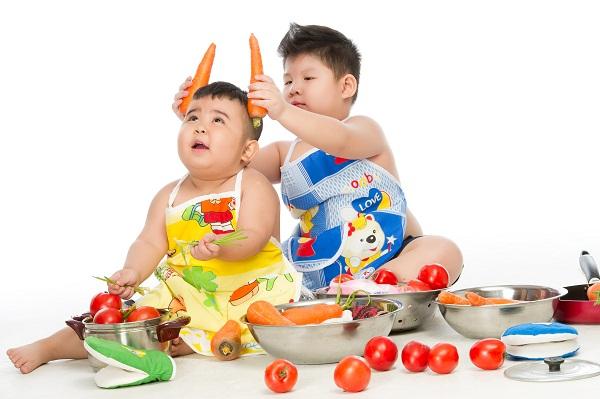 """""""Bảo Mẫu Siêu Quậy"""" - Hoài Linh chăm sóc 2 nhóc mập cực đáng yêu - Ảnh 9."""