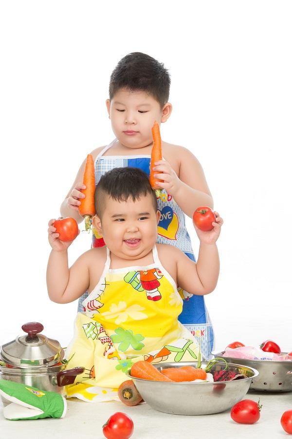 """""""Bảo Mẫu Siêu Quậy"""" - Hoài Linh chăm sóc 2 nhóc mập cực đáng yêu - Ảnh 10."""
