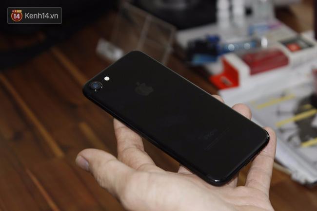 Đã có iPhone 7 đen bóng đầu tiên tại Việt Nam: Đẹp bóng bẩy! - Ảnh 3.