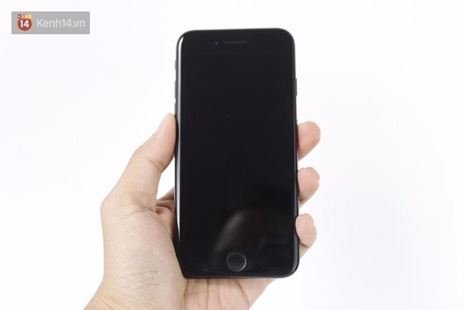 Đã có iPhone 7 đen bóng đầu tiên tại Việt Nam: Đẹp bóng bẩy! - Ảnh 5.