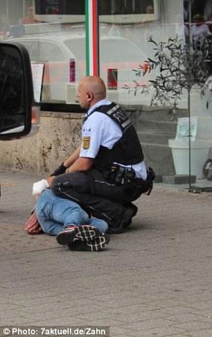 Đức: Thanh niên tị nạn Syria đâm chết 1 thai phụ và làm bị thương 2 người khác - Ảnh 3.