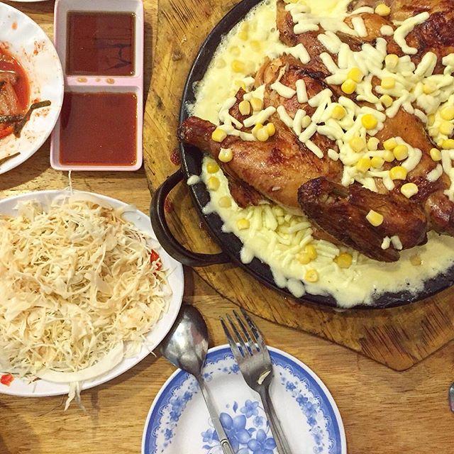 Bỏ túi địa chỉ 4 quán gà phô mai đang cực hot ở Sài Gòn - Ảnh 9.