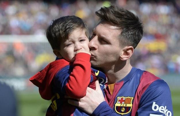 Barcelona chiêu mộ con trai cả của Messi - Ảnh 1.