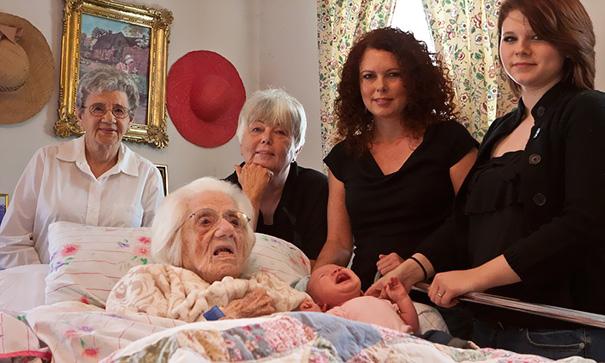 Nhìn 15 bức ảnh gia đình này, bạn sẽ nhớ ông bà của mình rất nhiều - Ảnh 19.
