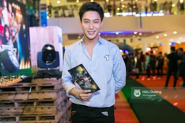 Fan Cuồng Thái Hòa 2 tay ôm 2 nàng Trinh xinh đẹp và bốc lửa - Ảnh 13.