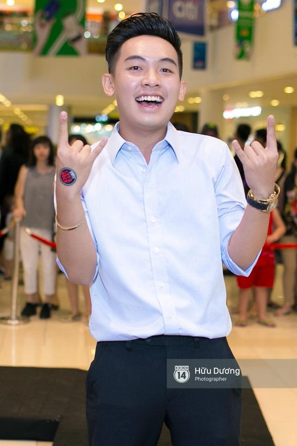 Fan Cuồng Thái Hòa 2 tay ôm 2 nàng Trinh xinh đẹp và bốc lửa - Ảnh 15.