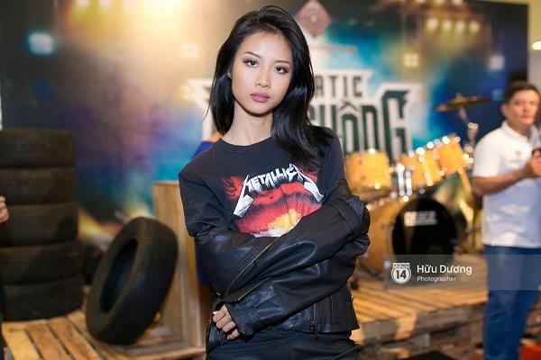 Fan Cuồng Thái Hòa 2 tay ôm 2 nàng Trinh xinh đẹp và bốc lửa - Ảnh 19.