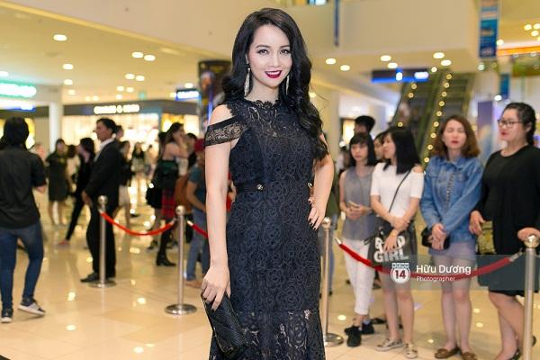 Fan Cuồng Thái Hòa 2 tay ôm 2 nàng Trinh xinh đẹp và bốc lửa - Ảnh 21.