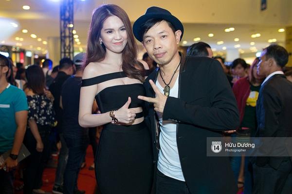 Fan Cuồng Thái Hòa 2 tay ôm 2 nàng Trinh xinh đẹp và bốc lửa - Ảnh 2.