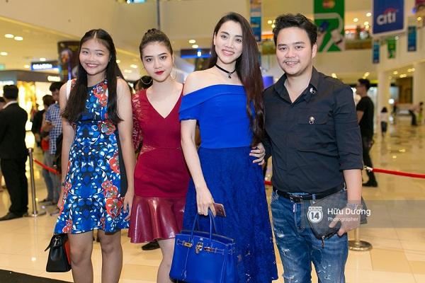 Fan Cuồng Thái Hòa 2 tay ôm 2 nàng Trinh xinh đẹp và bốc lửa - Ảnh 23.