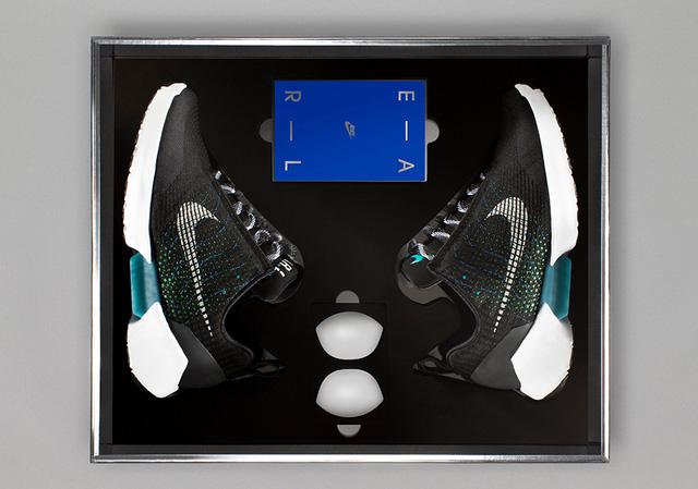 Nóng: Những hình ảnh đập hộp đầu tiên của đôi giày tự thắt dây Nike HyperAdapt 1.0 - Ảnh 6.