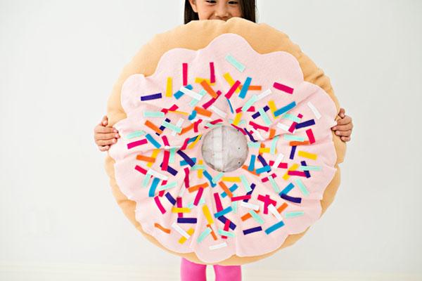 Không biết may vá cũng có thể làm được chiếc gối hình bánh Donut siêu đẹp và khéo này - Ảnh 9.