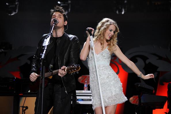 Demi Lovato bị bắt gặp tình tứ với bạn trai cũ của Taylor Swift - Ảnh 2.