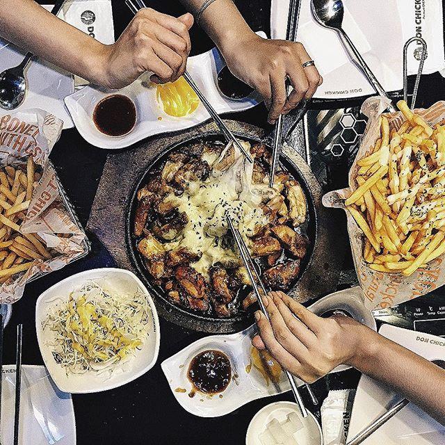 Bỏ túi địa chỉ 4 quán gà phô mai đang cực hot ở Sài Gòn - Ảnh 16.