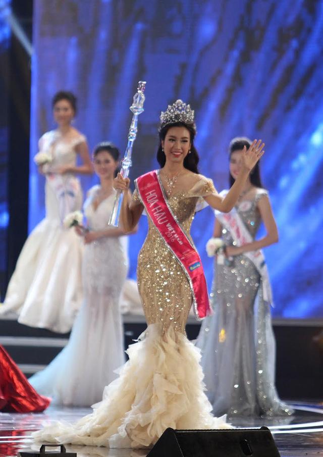 Vừa đăng quang, Hoa hậu Đỗ Mỹ Linh đã bị phát hiện mặc váy na ná Á hậu Huyền My - Ảnh 1.