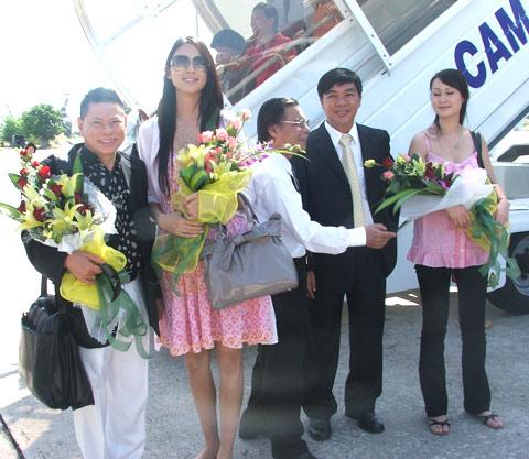 Tỷ phú Hoàng Kiều và những lần xuất hiện đình đám cùng các Hoa hậu Thế giới - Ảnh 1.