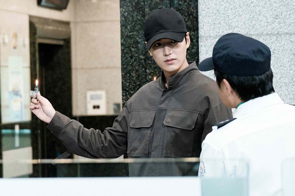 Jeon Ji Hyun bị Lee Min Ho trói lại vì... nghịch như giặc