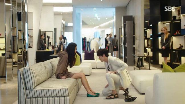 Đồ hiệu ngập mặt, Huyền thoại biển xanh lại là một show thời trang nữa của Jeon Ji Hyun - Ảnh 7.