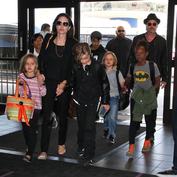 Con trai Angelina Jolie lén quay phim Brad Pitt để giúp mẹ chống lại bố? - Ảnh 2.