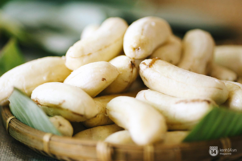 Lê la hè phố Sài Gòn, nhất định phải ăn chuối nếp nướng cô Út - Ảnh 4.