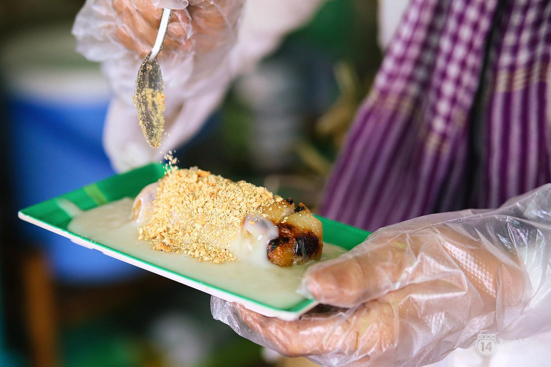 Lê la hè phố Sài Gòn, nhất định phải ăn chuối nếp nướng cô Út - Ảnh 12.