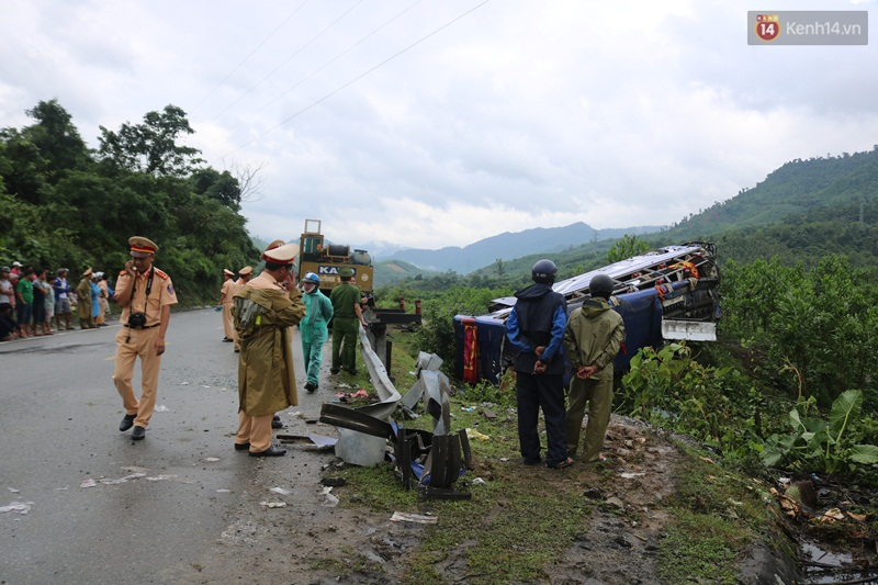 Hiện trường vụ xe khách lao xuống vực khiến 2 người chết, 14 nạn nhân bị thương