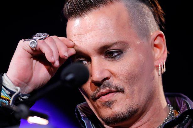 Johnny Depp cắt đứt đầu ngón tay, viết lên gương tố Amber Heard phản bội - Ảnh 3.