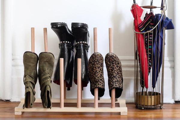 Cách làm kệ đựng giày chuẩn khỏi chỉnh giúp giữ dáng cho những đôi bốt mùa đông - Ảnh 9.