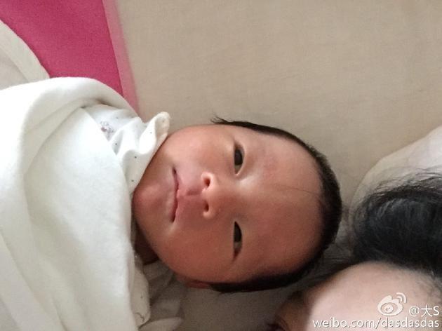 Đại S mặt vẫn sưng, thân hình nặng nề khi lần đầu xuất hiện sau 3 tháng hạ sinh quý tử - Ảnh 7.
