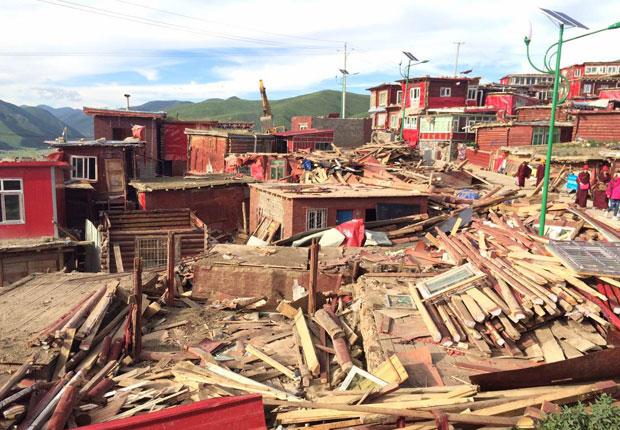 Trung Quốc phá dỡ nhà cửa ở học viện Phật giáo lớn nhất thế giới - Ảnh 1.