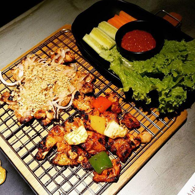 Bỏ túi địa chỉ 4 quán gà phô mai đang cực hot ở Sài Gòn - Ảnh 2.