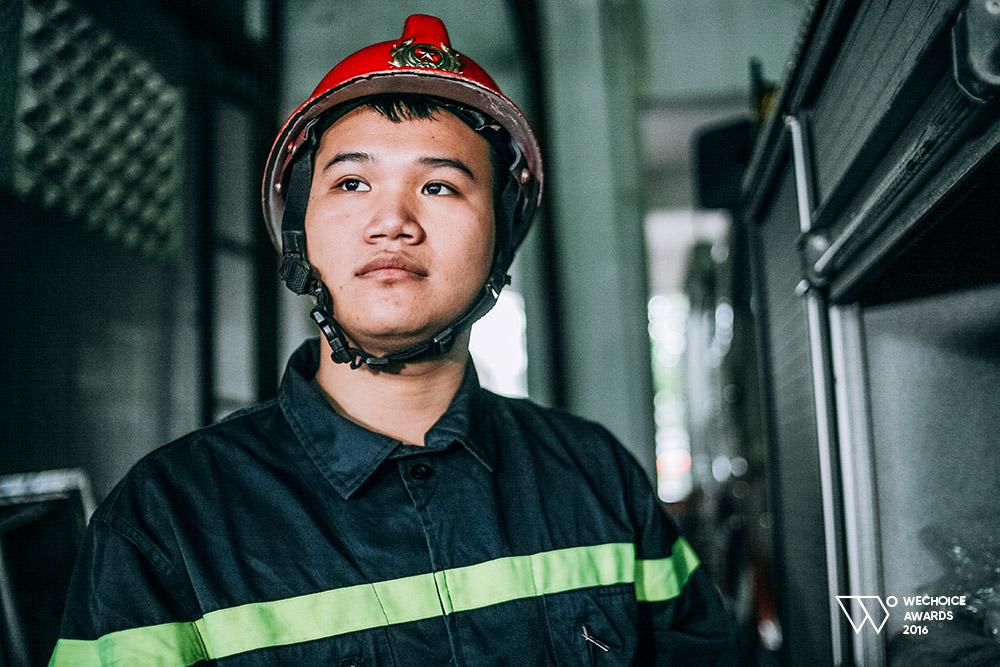 Năm 18 tuổi – Nếu được chọn, bạn có theo nghề lính cứu hỏa như những chàng trai dũng cảm này không? - Ảnh 11.