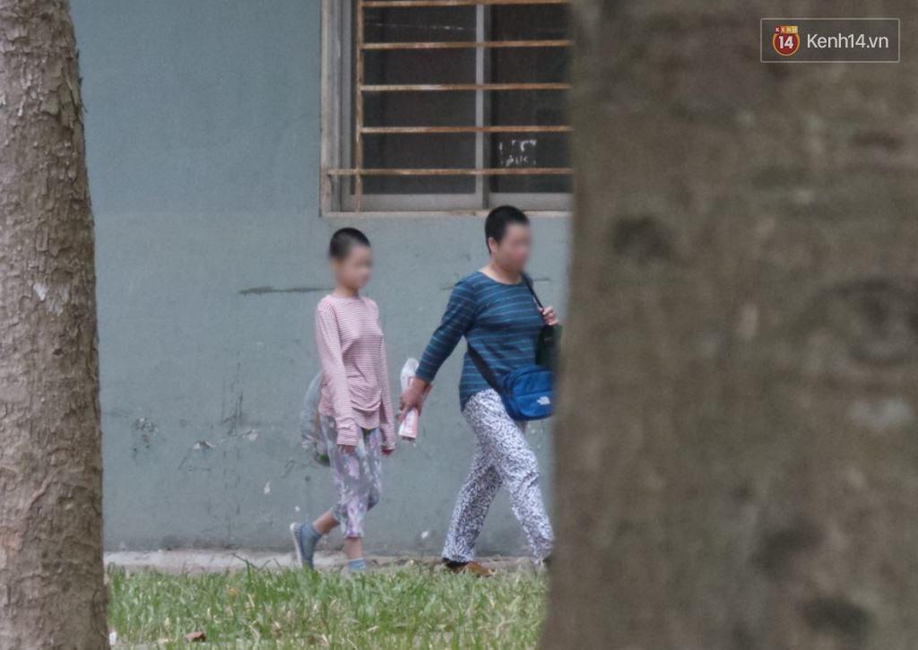 Vụ mẹ nhốt con 11 tuổi không cho đi học: Người mẹ có dấu hiệu trầm cảm, lo sợ người khác cướp con