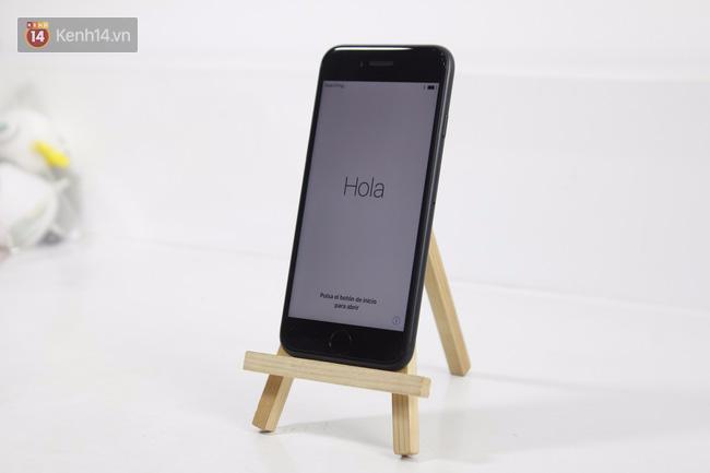 Cận cảnh iPhone 7 bản chính thức đầu tiên tại Việt Nam - Ảnh 6.