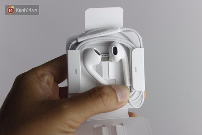 Cận cảnh iPhone 7 bản chính thức đầu tiên tại Việt Nam - Ảnh 3.