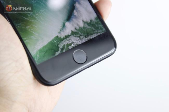 Cận cảnh iPhone 7 bản chính thức đầu tiên tại Việt Nam - Ảnh 15.