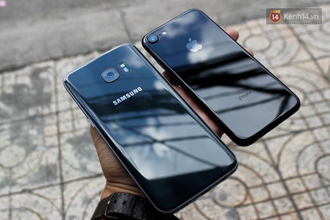 iPhone 7 có màu đen bóng, Galaxy S7 edge mới cũng có, hãy thử đọ dáng xem ai đẹp hơn - Ảnh 1.