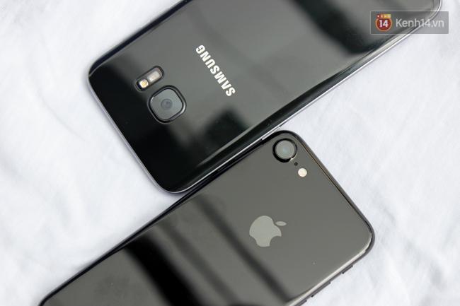 iPhone 7 có màu đen bóng, Galaxy S7 edge mới cũng có, hãy thử đọ dáng xem ai đẹp hơn - Ảnh 4.