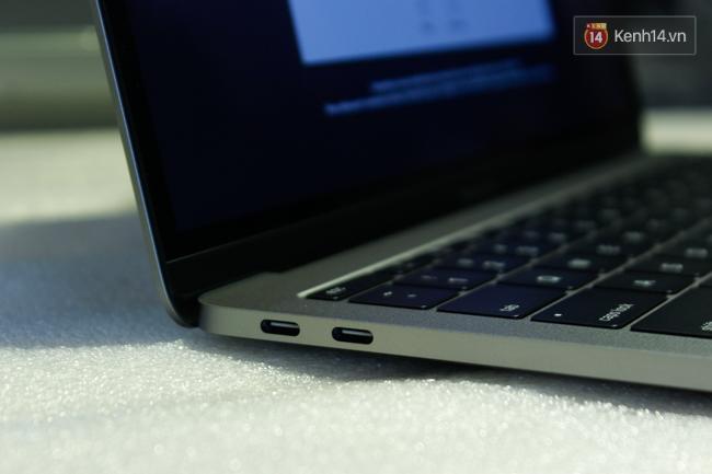 Cận cảnh MacBook Pro 2016 tại Việt Nam: Mỏng kinh ngạc, đẹp ấn tượng, dùng cực đã! - Ảnh 11.