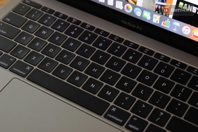 Cận cảnh MacBook Pro 2016 tại Việt Nam: Mỏng kinh ngạc, đẹp ấn tượng, dùng cực đã! - Ảnh 17.
