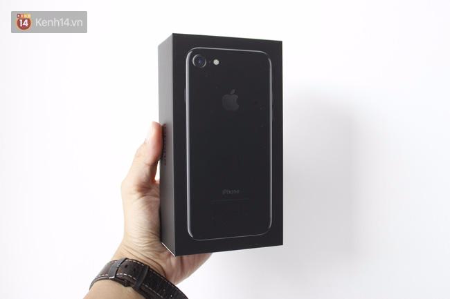 Đã có iPhone 7 đen bóng đầu tiên tại Việt Nam: Đẹp bóng bẩy! - Ảnh 1.