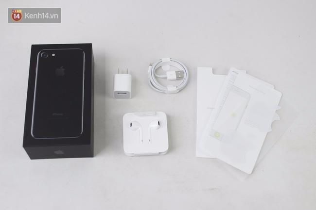 Đã có iPhone 7 đen bóng đầu tiên tại Việt Nam: Đẹp bóng bẩy! - Ảnh 2.